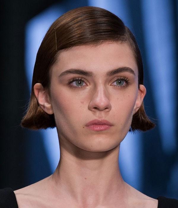 O cabelo curtinho e reto da Prada (Foto: Imaxtree)
